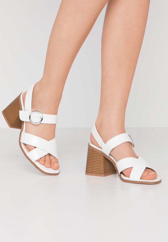 WIDE FIT ALASKA - Sandales - white