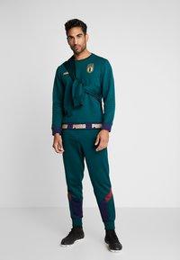 Puma - ITALIEN FIGC CULTURE CREW SWEATER - Sweater - ponderosa pine/gold - 1