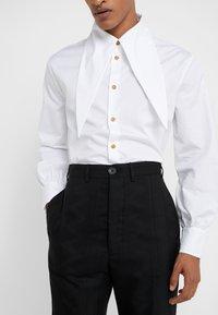 Vivienne Westwood - CROPPED GEORGE - Pantaloni eleganti - black - 3
