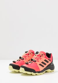 adidas Performance - TERREX GORETEX HIKING SHOES UNISEX - Trekingové boty - power berry/footwear white/signal pink - 3