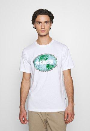 AROUND THE WORLD TEE - Print T-shirt - white