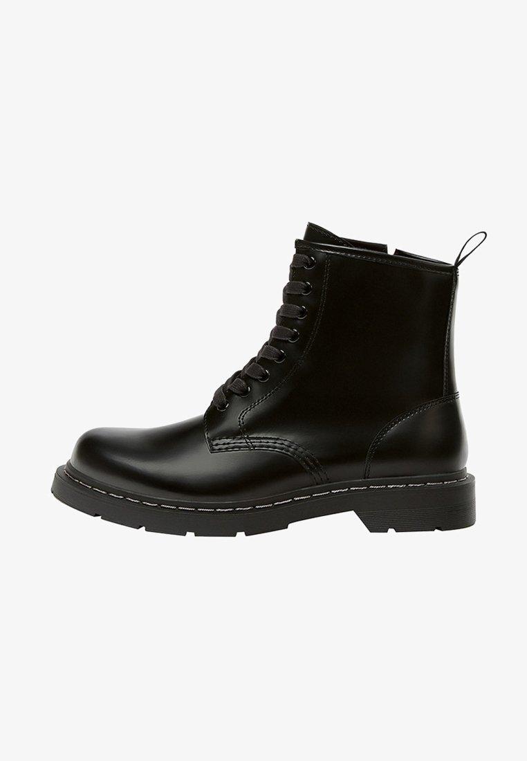 PULL&BEAR - Šněrovací kotníkové boty - black