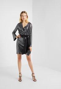 STUDIO ID - GRETA SKIRT - Blyantnederdel / pencil skirts - silver sequin - 1