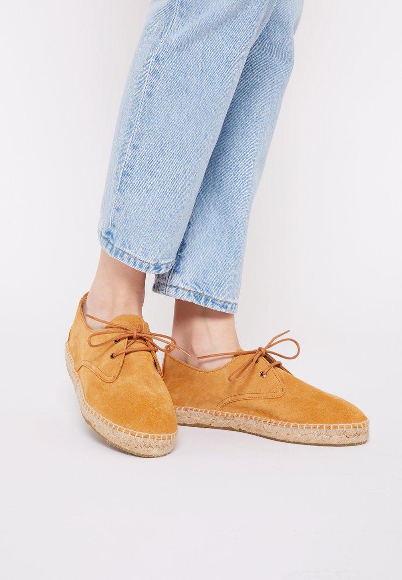 JUTELAUNE - CLASSIC - Volnočasové šněrovací boty - brown