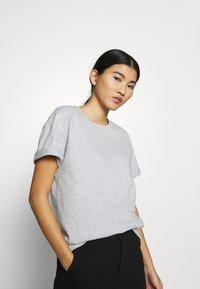 CALANDO - Basic T-shirt - light grey melange - 3