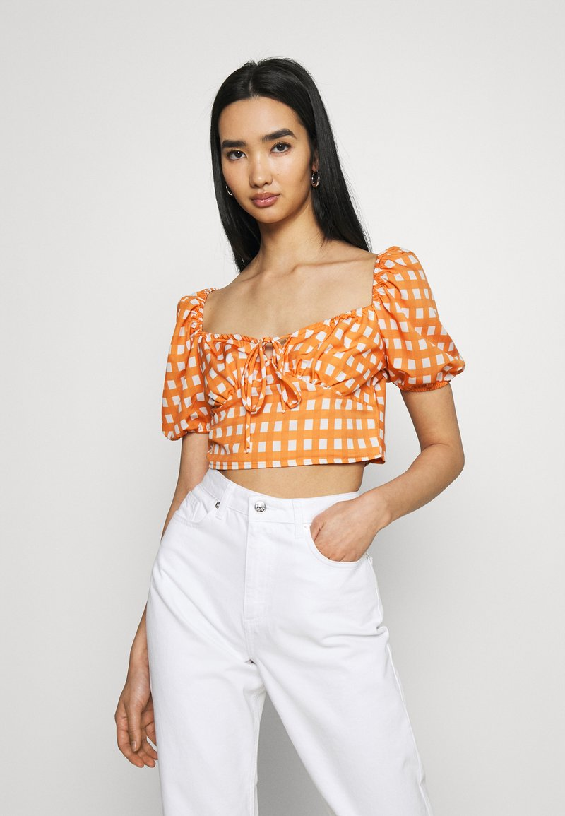 Glamorous - MAYA RUCHED BUST CROP TOP WITH FRONT TIE DETAIL PUFF SHORT SLEEVES - Blouse - rust gingham