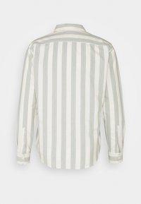 Levi's® - SUNSET POCKET STANDARD - Shirt - demantoid hedge green - 1