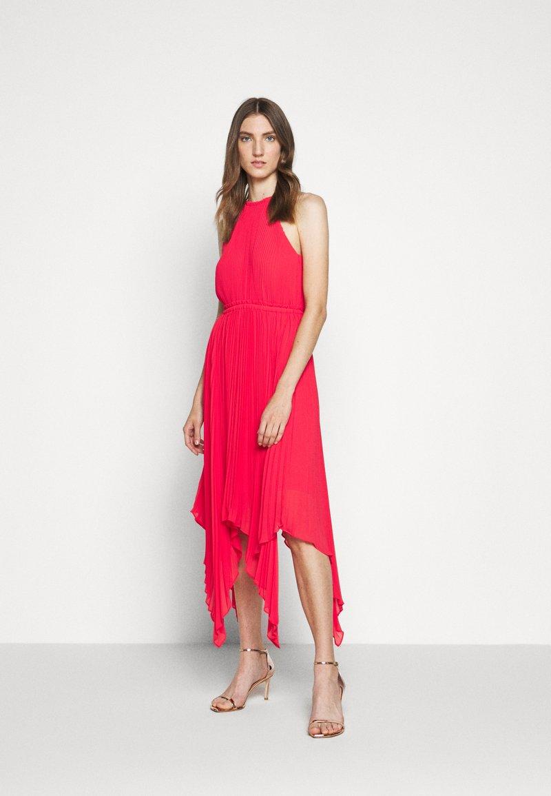 MICHAEL Michael Kors - PLEATED HALTER DRESS - Společenské šaty - geranium