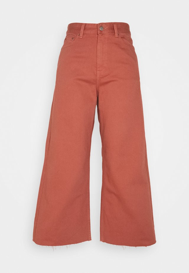 AIKO PETITE CROPPED - Relaxed fit -farkut - terracotta