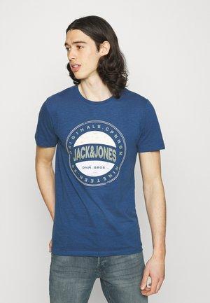 JORCHRISTENSEN TEE CREW NECK - T-shirt med print - navy peony