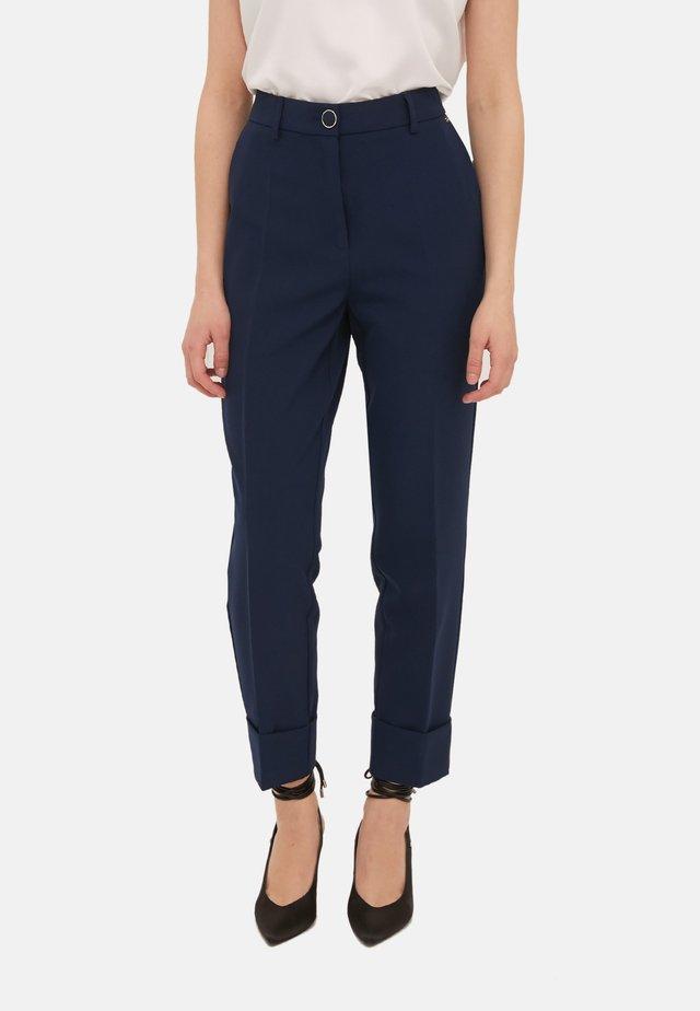 MIT AUFSCHLAG - Pantaloni - blu