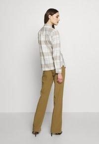 Dorothy Perkins - CLOSED COLLAR - Skjorta - ivory - 2