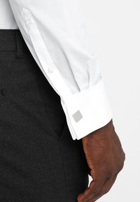 OLYMP Level Five - BODY FIT - Formal shirt - white - 5