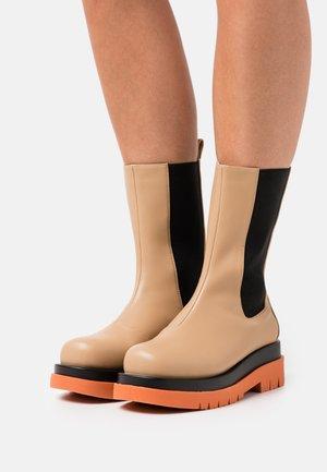 WIDE FIT NEVILLE - Platform boots - nude