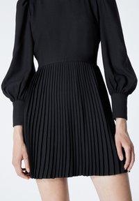 The Kooples - À DÉTAIL PLISSÉ - Day dress - black - 4
