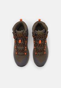 Hi-Tec - VERVE MID WP - Chaussures de marche - khaki/dark grey/orange - 3