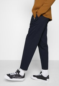 Nike Sportswear - DROP-TYPE HBR - Zapatillas - black/white - 0