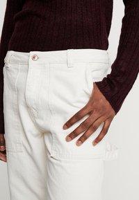 Mennace - TWILL CONTRAST CARPENTER - Trousers - ecru - 5