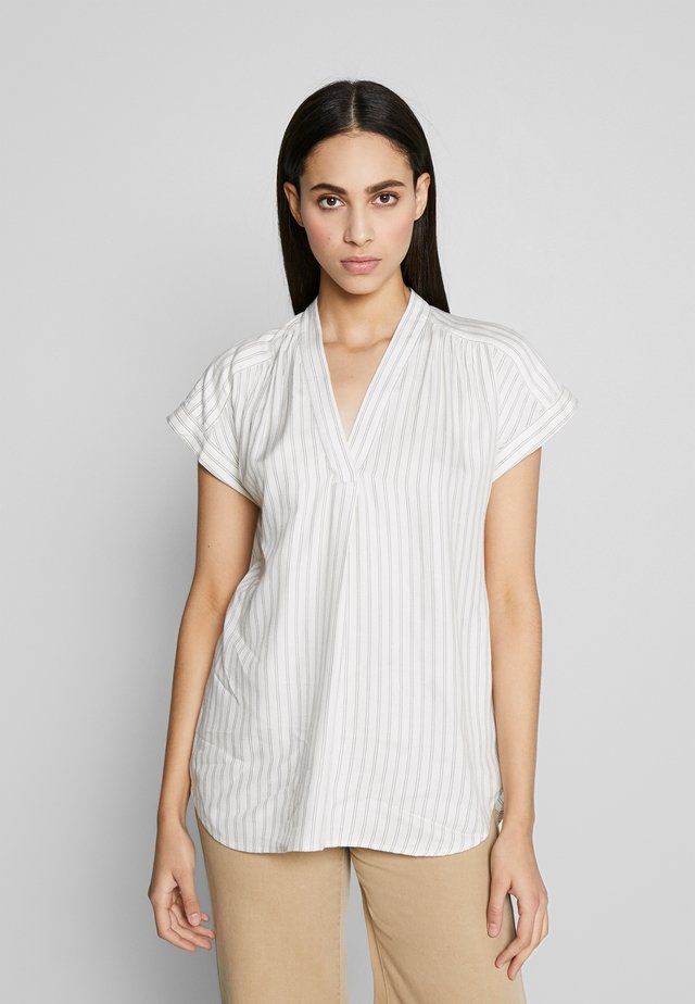 ROLL CUFF V NECK - Blouse - white