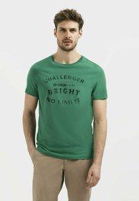 camel active - Print T-shirt - jungle green - 0