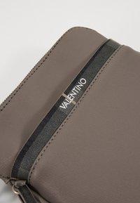 Valentino by Mario Valentino - CODE - Across body bag - grigio - 3