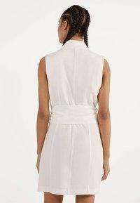 Bershka - MIT GÜRTEL 02870168 - Korte jurk - white - 2