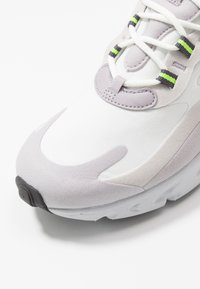 Nike Sportswear - AIR MAX  REACT - Sneakers - summit white/electric green/vast grey/silver lilac/thunder grey - 5