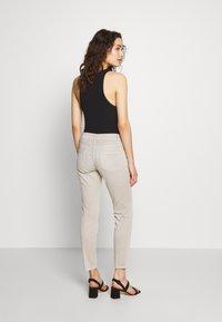CLOSED - BAKER - Jeans Skinny Fit - lama - 2