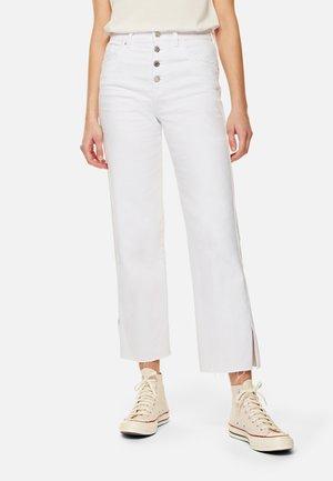 ALISHA - Flared Jeans - white denim
