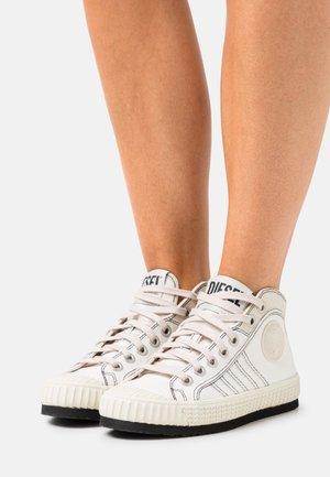 S-YUK MC W - High-top trainers - white