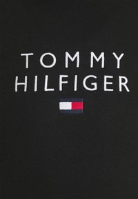 Tommy Hilfiger - STACKED FLAG HOODY - Mikina - black - 7