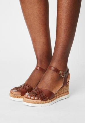 Sandály na platformě - choco