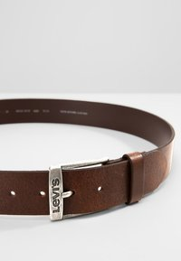 Levi's® - NEW DUNCAN - Riem - dark brown - 3