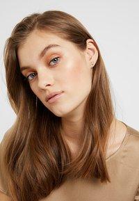 Olivia Burton - RAINBOW BEE - Korvakorut - roségold-coloured - 1