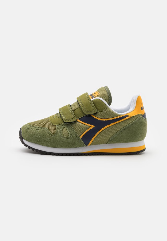 SIMPLE RUN UNISEX - Chaussures de running neutres - calliste green