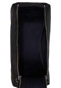Lacoste - TOILET KIT - Wash bag - black - 3