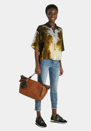 Shopping bags - brown