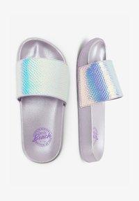 Next - LILAC IRIDESCENT SLIDERS (OLDER) - Sandały kąpielowe - purple - 1