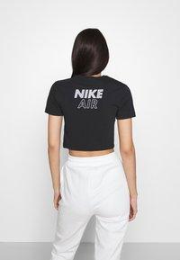 Nike Sportswear - AIR CROP - Triko spotiskem - black/white - 2