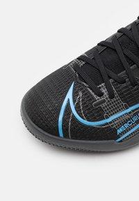 Nike Performance - MERCURIAL JR 8 ACADEMY IC UNISEX - Indoor football boots - black/iron grey - 5