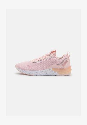 CELL INITIATE SPECKLE - Sportovní boty - lotus/white