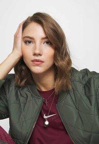 Nike Sportswear - T-Shirt print - dark beetroot - 3