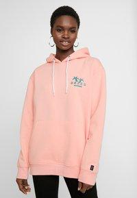 Common Kollectiv - UNISEX BACK PRINTED SLOGAN DREAM HOODIE - Bluza z kapturem - pink - 1