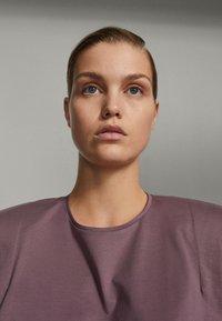 Massimo Dutti - SHIRT AUS REINER BAUMWOLLE MIT ZIERFALTEN - Long sleeved top - dark purple - 3