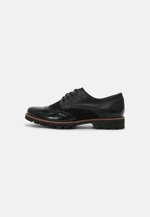 Šněrovací boty - black structur