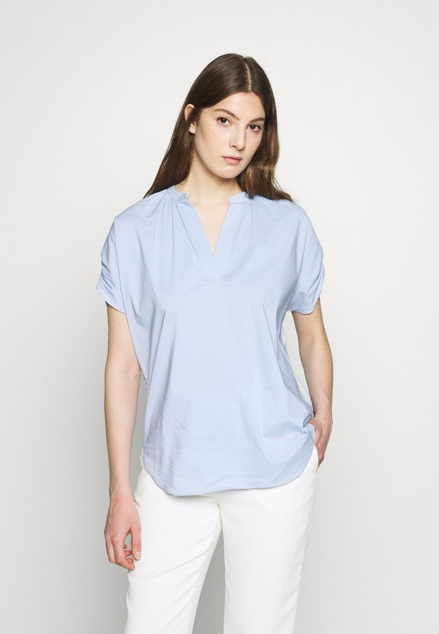 EXCLUSIVE VNECK BLOUSE - Pusero - summer cloud