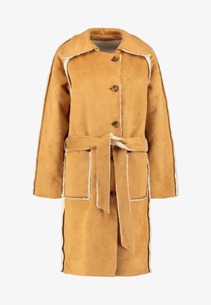 REVERSIBLE BELTED TRENCH WITH BORG DETAIL - Zimní kabát - brown