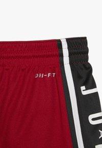 Jordan - Pantalón corto de deporte - gym red - 3
