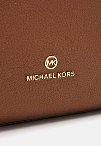 MICHAEL Michael Kors - MINA CHAIN TOTE - Handbag - brown - 5