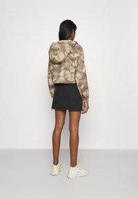 Missguided - CAMO CARGO UTILITY - Summer jacket - green - 2